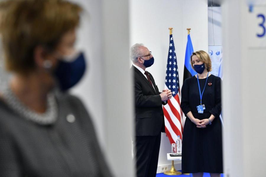 Левитс в Брюсселе ждет аудиенции президента США.