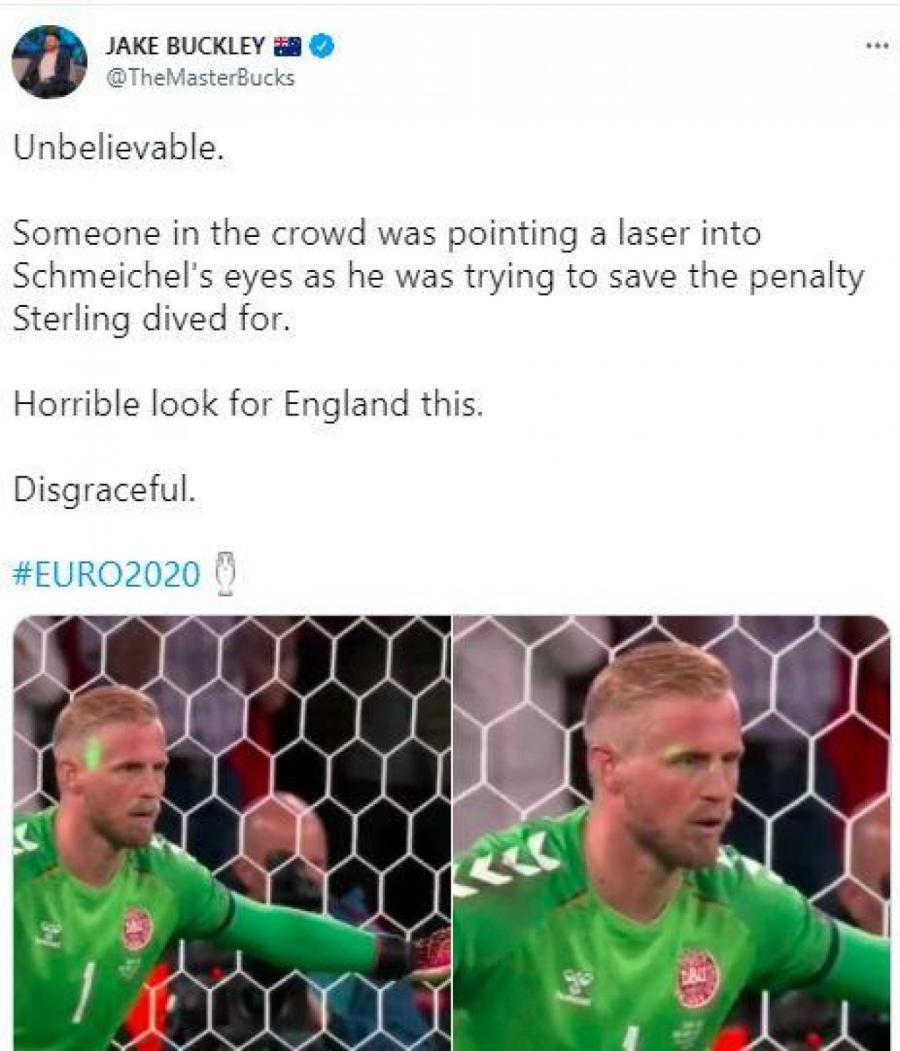 Лазерная атака на вратаря Дании во время пенальти.